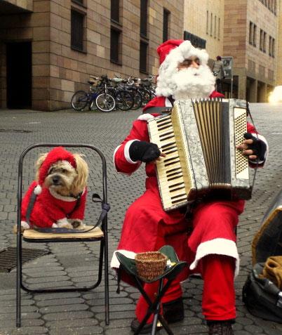 Accordion Santa and his dog